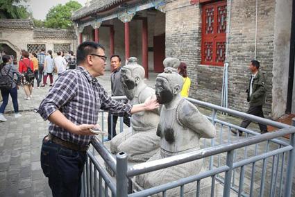 Tumba Yue Fei - El General Yue Fei